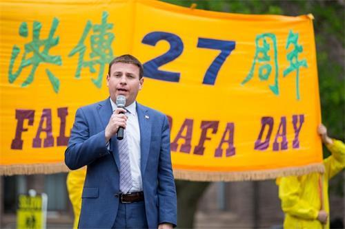 '图7:省议员巴贝尔(RomanBaber)为支持法轮功反迫害深感自豪。'