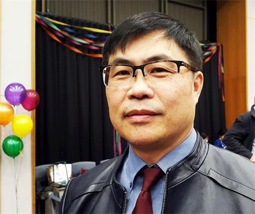 '图2:中国民联主席钟锦江表示:从法轮功学员身上学到很多能使我们更加坚定自己信念的东西。'