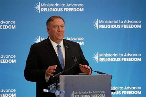 '图5:二零一九年七月十六日,美国国务卿蓬佩奥(MikePompeo)在国务院宗教自由会议上发言。'