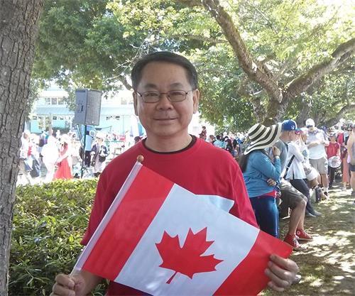 '图5:列治文市议员区泽光表示,欢迎法轮功团体来参加游行,加拿大是一个自由的国家,这正是加拿大之美丽所在。'