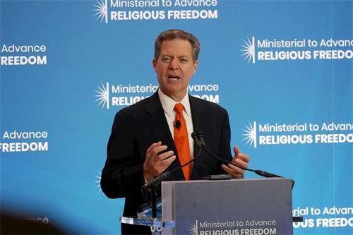 '图:美国国际宗教自由大使布朗巴克'