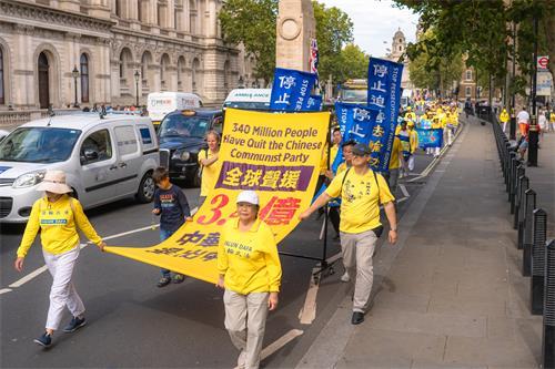 图1~10:来自欧洲三十三个国家的法轮功学员聚集伦敦举办大游行,欧洲天国乐团开道。