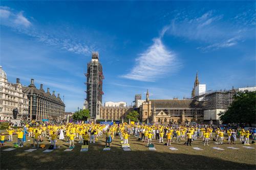图12:游行终点英国议会大厦。