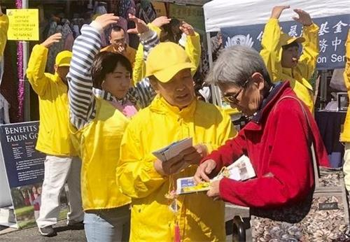 '图1~3:二零一九年九月八日,悉尼法轮功学员在越南社团中秋节庆祝活动中,展现法轮大法美好,传播法轮功的真相。'