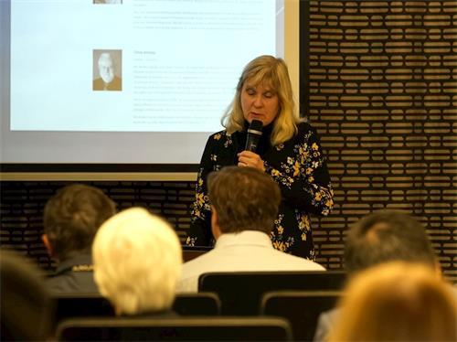 '图1:二零一九年九月十八日,在芬兰举行的研讨会上,医师玛莉亚‧海讷棱-古泽赫薇哈尔(MarjaHeinonen-Guzejev)谈到了中国器官移植伦理引起国际科学界的关注。'
