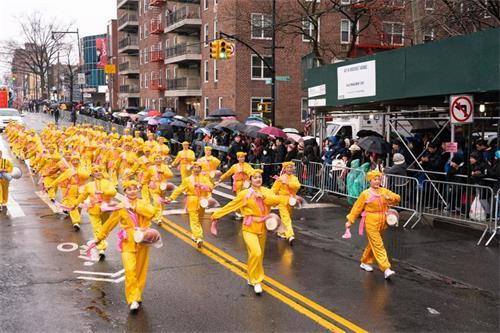 '图1~10:法轮功学员参加一年一度的纽约亚裔中国新年大游行'