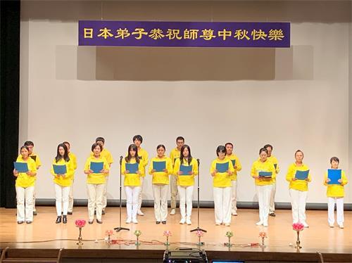 """'图3:江户川的法轮功学员集体合唱""""为你而来""""'"""