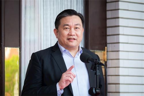 '图1:台湾立委王定宇祝法轮功创始人李洪志先生及学员中秋节快乐。'