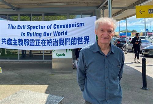 '图5:国际和平联盟秘书长杰弗里·费耶斯呼吁新西兰人要帮助传播真相。'