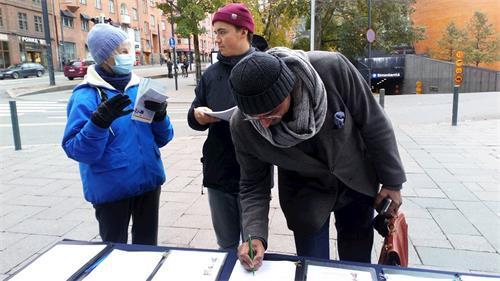 '图2~6:路人踊跃签名支持反迫害'