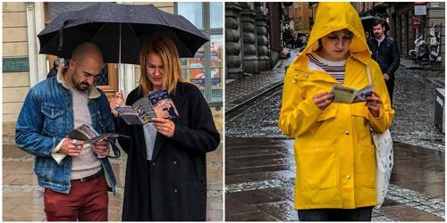'图2~3:瑞典民众冒雨驻足了解真相。明白了真相后签名支持法轮功学员反迫害。'