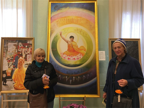 '图5:瓦伦蒂娜女士和加琳娜女士:画展撼人心,引人思考生命意义'