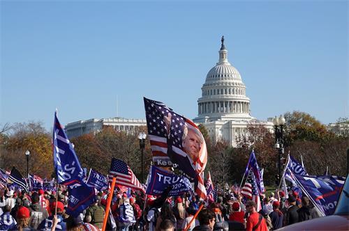"""'图2~4:呼吁""""停止窃选""""(StoptheSteal)、""""百万人支持川普""""大型集会游行在华盛顿DC的主会场。'"""