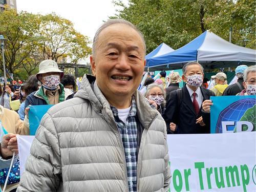 """图11:台湾投资中国受害者协会理事长高为邦说;""""这个大选对全世界来说太重要了""""。"""