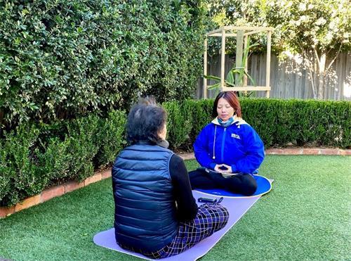 '图:墨尔本一家理疗及康复联合保健中心的老板范梅(Mai