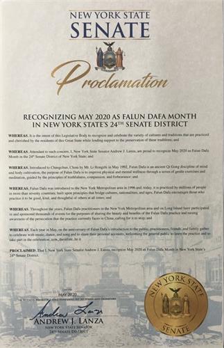 '图3:纽约州第二十四选区参议员安德鲁·兰扎(AndrewJ.Lanza)发来褒奖令庆祝大法洪传二十八周年。'