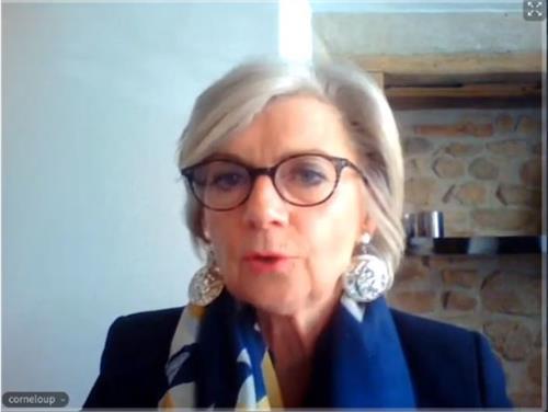 '图2:法国索恩-卢瓦尔(Saône-et-Loire)省议员柯尔露(MmeCorneloup)女士'