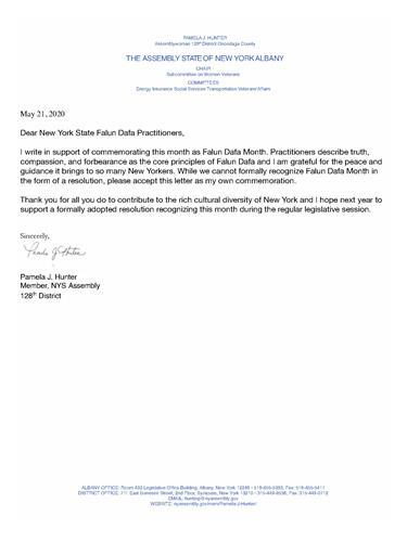 '图10:纽约第一百二十八选区州议员帕梅拉·亨特(PamelaJ.Hunter)褒奖法轮大法月,感谢法轮大法给纽约人带来和平和指导。'
