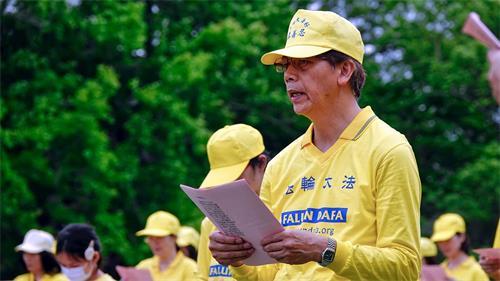 '图4:刘明辉参加二零二零年五月二日龙潭石管局大草坪的庆祝活动。'