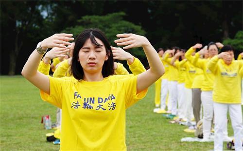 '图6:吕宛伦参与二零二零年五月二日龙潭石管局大草坪之庆祝活动。'