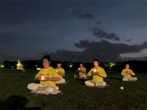 '图3:日本埼玉县熊谷炼功点的法轮功学员们的夜悼'