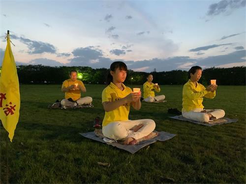 '图10:熊谷炼功点学员举行烛光守夜活动'