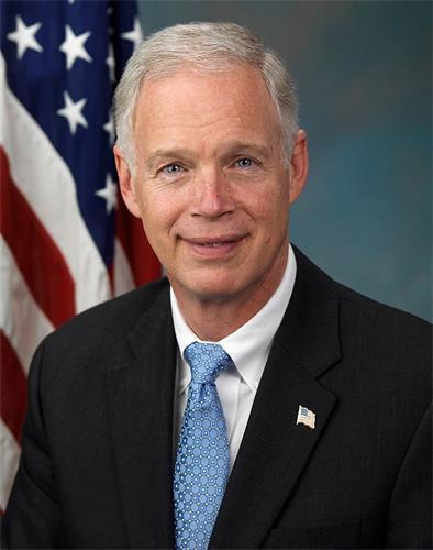 '圖4:法輪功反迫害二十一周年,威斯康星州(Wisconsin)共和黨籍聯邦參議員羅恩·約翰遜(Sen.