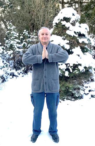 '图1:费勒德·沃尔讷(FredWollner)向法轮功创始人李洪志师父恭祝新年。'