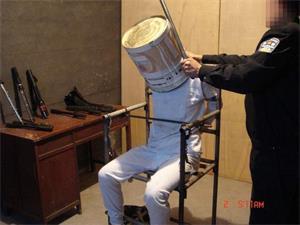 '酷刑:铁桶套头'