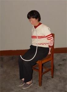 '酷刑:长时间插鼻饲管'