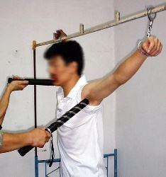'酷刑:电击嘴电击腋下与颈部'