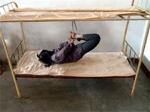'酷刑:飞机式抻刑'