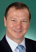 '图3:澳洲昆士兰联邦莫顿选区议员格雷厄姆·佩雷特(GrahamPerrett)先生。'