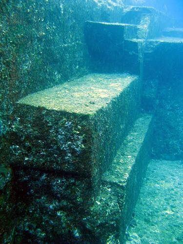 '图16:与那国岛海底遗迹的人工建筑'