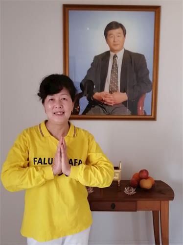 '图3:多伦多法轮功学员吴女士在新年之际感恩师父慈悲救度。'