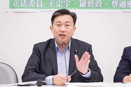 '图1:民进党籍立法委员王定宇。'