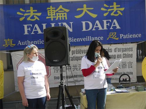'图4:结束中国滥用移植器官协会法国代表吕纳(FiorellaLuna)女士(右)在集会上谴责中共强摘法轮功学员器官牟取暴利。'