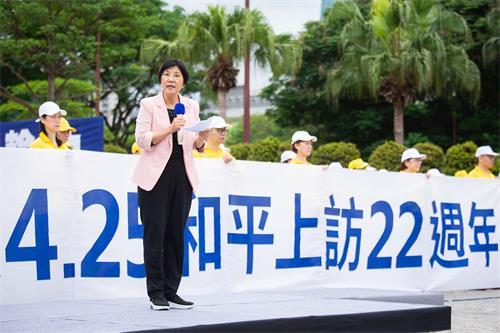 '图2:台湾法轮大法学会理事长张锦华教授表示,她是听闻法轮功学员四·二五和平大上访事件而走入法轮大法修炼。'
