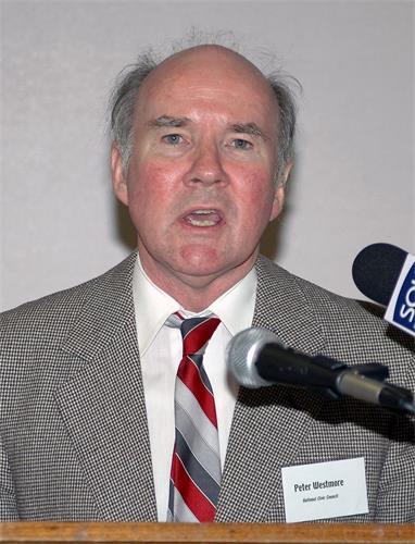 图6:澳洲国家公民理事会前主席彼得?威斯特摩(Peter Westmore)推荐《明慧二十年报告》