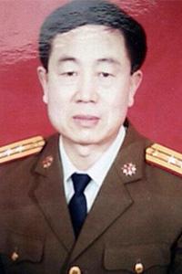 '上校军官公丕启'