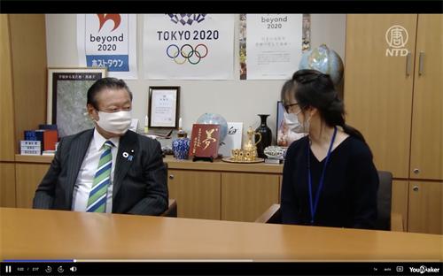 '图1:众议院议员樱田义孝(左)和法轮功学员付伟彤(右)见面'