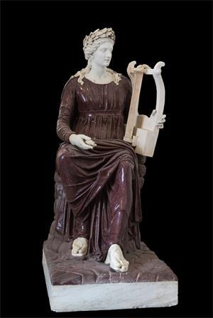 图例:阿波罗持琴座像(Apollo seated with lyre),由斑岩和大理石制成,作于公元二世纪,现存于那不勒斯国立考古博物馆。(网络图片)