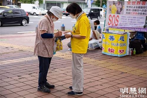 '图4~5:二零二一年六月二十七日,明真相的世人在全球声援诉江纸上签名'