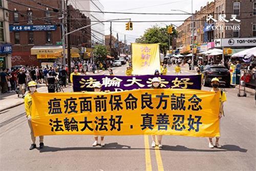 '今年七月,海外法轮功学员游行,传递救命良方'