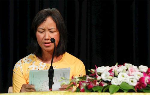 '图6:翠英(ThuyAnh)女士在法会上发言'