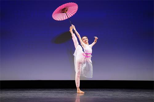 '图14:少年女子组金奖得主黄悦在大赛中的表演。'