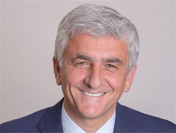 '图1:前国防部长现任法国北部大区主席赫维·莫林(HervéMorin)'