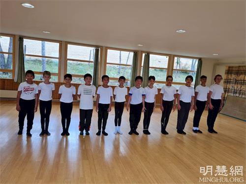 '图4:男生参加中国古典舞课。'